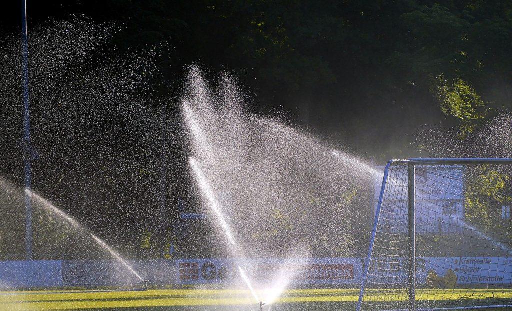 sportplatz bewässern