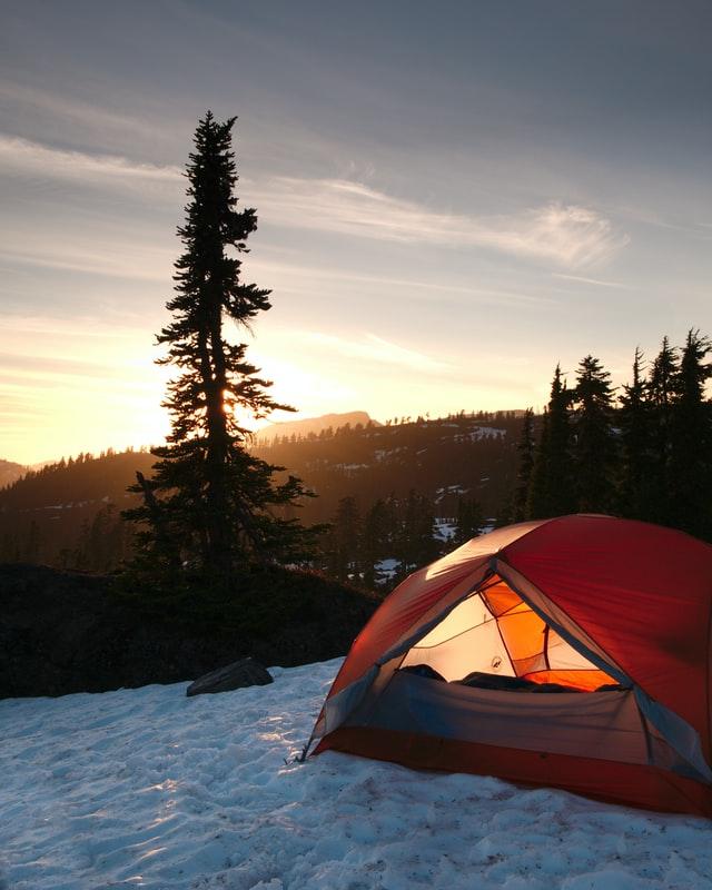 Winterzelt Sonnenaufgang